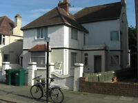 LARGE SINGLE Room available in Friendly Hove Seafront Houseshare