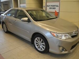 2014 Toyota Camry XLE 4dr - Heated Leather - Sunroof - Navigatio