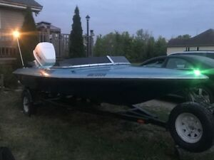 Checkmate speed boat Baja 16.5' with roller trailer (no motor)