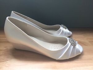 Brand New Never Worn White Satin Wedge Wedding Shoes Peterborough Peterborough Area image 3
