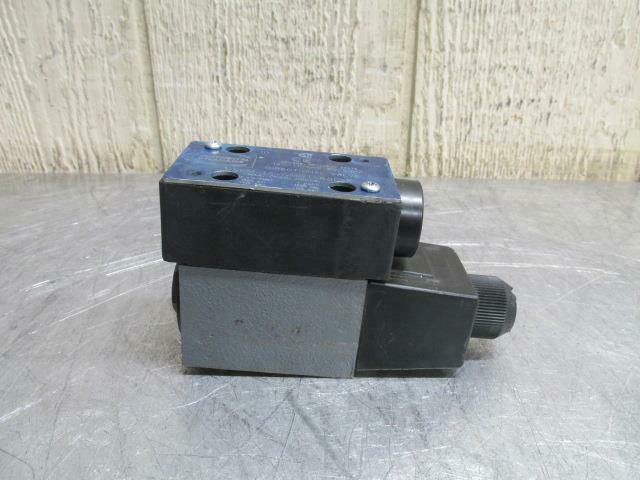 Continental VS5M-1A-GMBT-68L-K Hydraulic Directional Control Solenoid Valve 120v