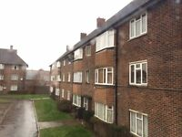 DSS WELCOME WITH A GUARANTOR - 2 BEDROOM FIRST FLOOR FLAT IN ENFIELD, EN1