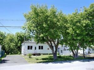 Maison unique à vendre à Saint-Mathieu