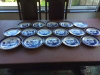 16 Booths 'Real Old Willow' plates. A8025