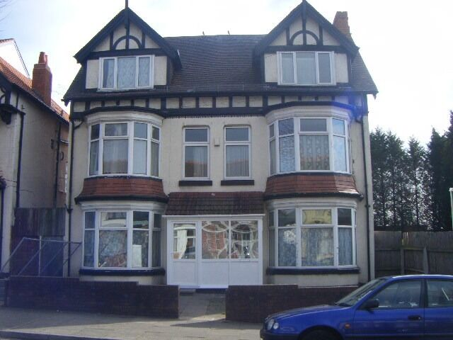 **ROOM 10 AVAILABLE**MANSEL ROAD**ALL BILLS AND WIFI INCLUDED**DSS ACCEPTED**CLOSE TO ALL AMENITIES*