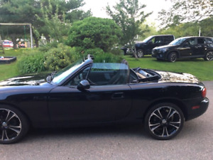 2001 Mazda Miata MX5 black convertible in very good condition