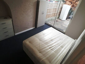 Spacious Double Room In Goodmayes Including Bills