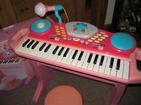 Bruin/Toys R Us, Light up Child's Keyboard and stool. Boxed
