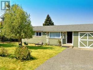 Parksville Rancher on large lot close to all amenities