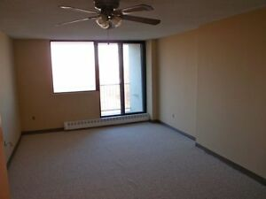 No Last Month Rent, Free Parking on Spacious, Pet Friendly Units Peterborough Peterborough Area image 4