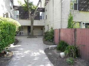 4+3 Beds  - Townhouse 3 -Storey - 35 Four Winds Dr - Toronto