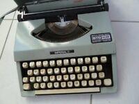 GENUINE VINTAGE SIGNET IMPERIAL Portable typewriter. 1970's