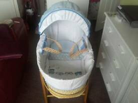 Moses basket baby plus stand