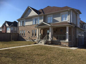 Whitby-3 BDR Townhome-Stunning views of the lake!!