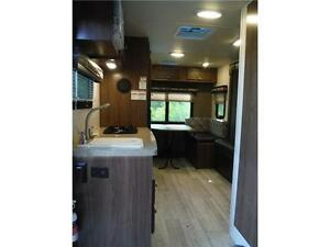 2017 Palomini 179RDS Ultra Lite Travel Trailer with Slideout Stratford Kitchener Area image 5