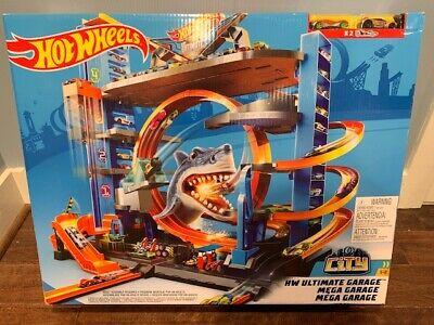 New Hot Wheels Ultimate Garage Shark Loop Track Set Limited Edition FTB69