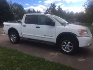 2012 Nissan Titan with PRO-4X4 Package -  LEATHER & DVD