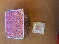 Make-up in glittery case