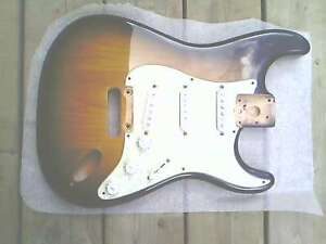 CORPS-FENDER STRATOCASTER USA