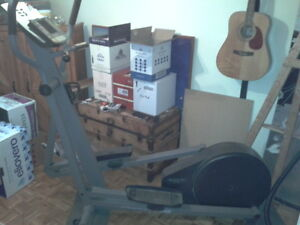 table cuisine + 4 chaise +bycicle electique