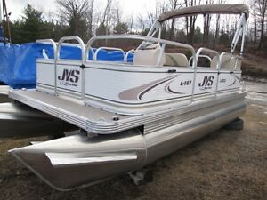 16ft Pontoon boat
