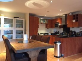 Large 2 bed 2 bathroom apartment with parking in Leeds City Centre / Leeds Dock