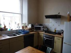 MORNINGSIDE DRIVE - Spacious second floor flat in desirable residential area of Morningside