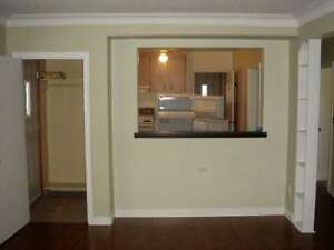 This 3 BED 1 BATH DUPLEX IN GREAT LOCATION PERFECT FOR STUDENTS