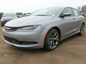 2016 Chrysler 200 DEMO SPECIAL / S / Panoramic Sunroof / Heated