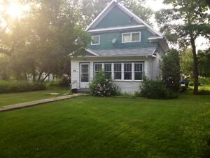 2 Storey Home in Davidson - 1 hour from 3 major cities!