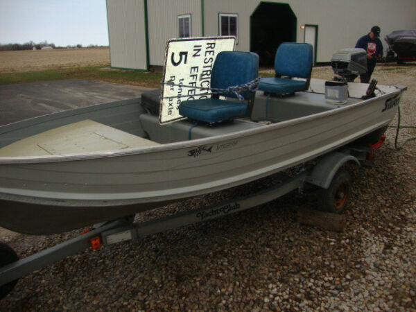 Used 1985 Sylvan Ind 12 foot Aluminum Fishing Boat w/ 6 hp Evinrude