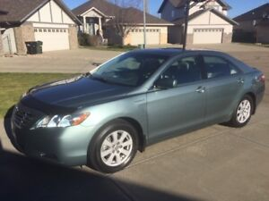 2009-Toyota Camry Hybrid/Loaded/Leather/Low milage  82,600KM