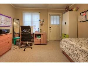 House for 4 renting in kitchener waterloo 2 min walk to Laurier Kitchener / Waterloo Kitchener Area image 4
