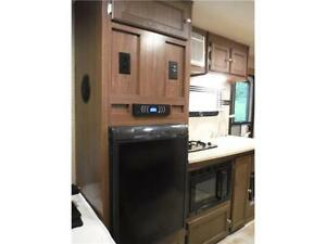 2015 Palomini 150RBS Ultra Lite Travel Trailer with Slideout Stratford Kitchener Area image 13