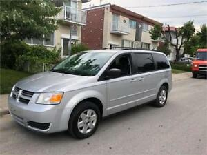 2010 DODGE CARAVAN- stow n go ** 7 PLACES- PROPRE-  4500$