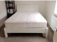 KINGSIZE BED IKEA 'HYLLESTAD' MATTRESS & WHITE WOODEN BED FRAME.