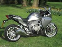 Honda VFR 1200 F SPORT TOURING MOTORCYCLE