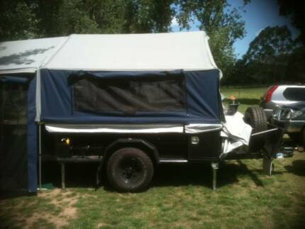 2009 Bell Canvas Camper Trailer with walkway