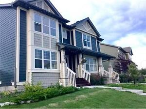 Half-duplex FOR SALE PANORAMA HILLS NW $369.000