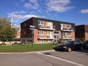 4 1/2 renovated apartment in 4 plex west island - appartement