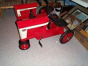 IH 560 and 806 Ertle pedal tractors Moose Jaw Regina Area image 1
