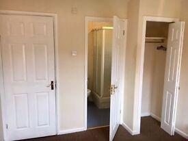 Double Ensuite Room In Detached House Quiet Neighborhood Parking Broadband Suit Single Professional