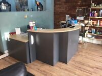 Reception desk in good condition with side desk