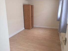 Studio Flats available for professionals and also Housing benefit tenants (over 35), Available Now!