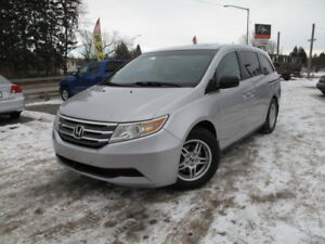 2011 Honda Odyssey EX-L w/ DVD **Leather, B.CAM, 1-owner** MINT!