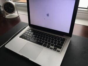 2009 13 inch MacBook Pro 4GB RAM 750GB Hard Drive