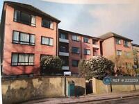 3 bedroom flat in Brooklands Court, Kingston , KT1 (3 bed)