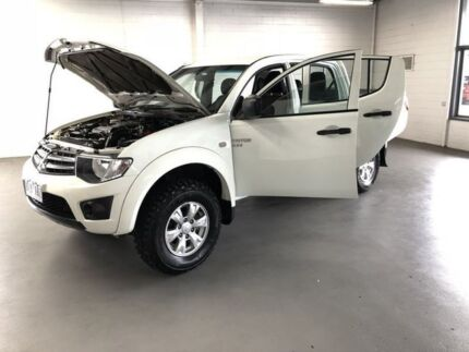 2011 Mitsubishi Triton White Manual Dual Cab Frankston Frankston Area Preview