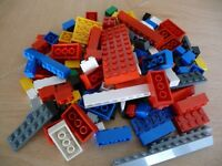 AN ASSORTMENT OF 200 LEGO BRICKS AND OTHER PARTS