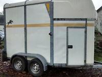 Bateston Deauville 55 horse trailer for sale